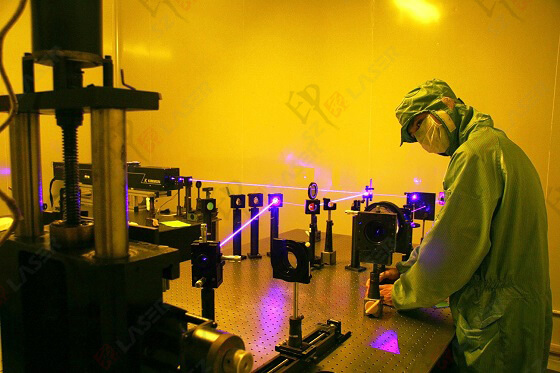 2000 dpi dot matrix hologram machine